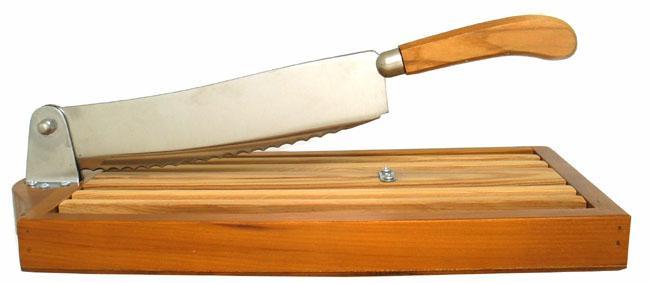 coupe pain avec ramasse miettes vente en ligne coutellerie artisanale thiers france. Black Bedroom Furniture Sets. Home Design Ideas